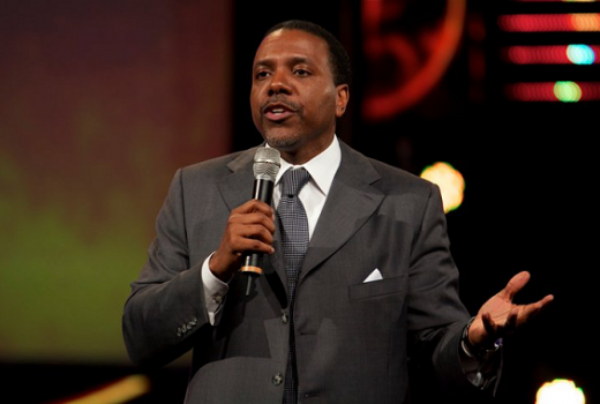 LanceScurv TV – Eddie Long Strokes Them & Creflo Dollar Chokes Them!