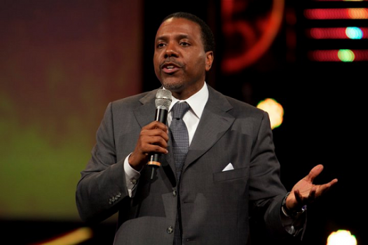 LanceScurv TV - Eddie Long Strokes Them & Creflo Dollar Chokes Them!
